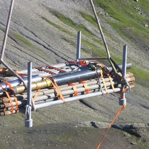 Dilatometer mit Messgestänge auf Helikoptertransport