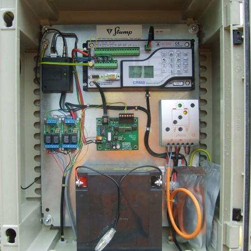 Datenlogger mit Vorort-Anzeige, GPRS-Modem und Steuerungsausgängen.